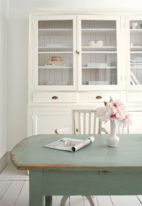 Benjamin Moore Paper White OC-55 Regal Select Eggshell, Simply White OC-117 ADVANCE Satin