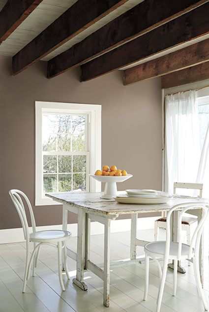 Benjamin Moore Weimaraner AF-155 Regal Select Eggshell, Simply White OC-117 Regal Select Semi-Gloss